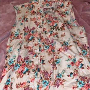 Beautiful sleeveless floral collared shirt